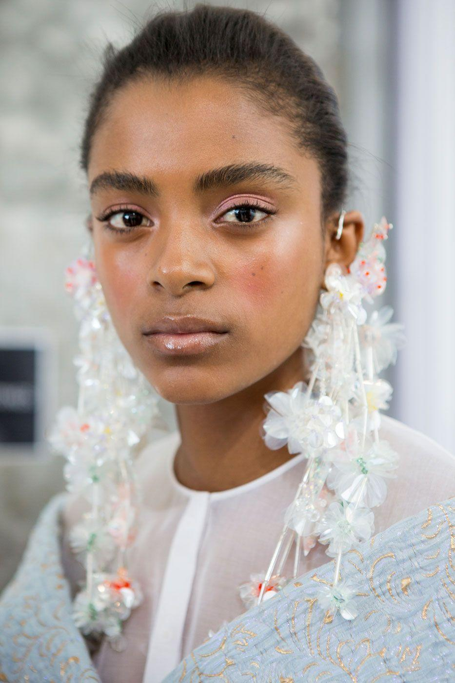 <p>Pinks and glosses were the order of the day at Delpozo, creating a soft look that is perfect for V-Day.</p>