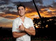 <p>Zac posing in front of a beautiful Hawaiian sunset??? BRB, just went to heaven for a sec.</p>