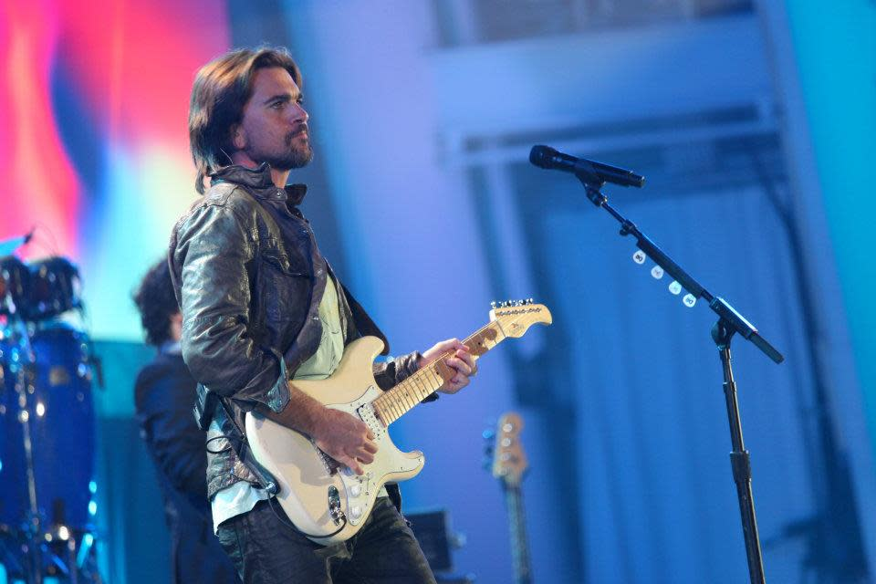 "<a target=""_blank"" href=""http://news.yahoo.com/photos/juanes-performs-at-decade-of-difference-concert-1318791627-slideshow/"">Juanes</a> performed during ""A Decade of Difference"" concert, at the Hollywood Bowl.<br><br>(Photo by Adam Schultz / Clinton Foundation)"