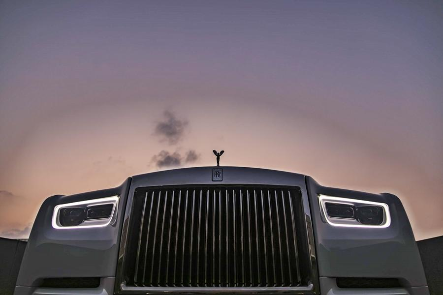 The famous Rolls-Royce 'Spirit of Ecstasy' is available in either silver or gold. The wheels are massive 22-inch ones.