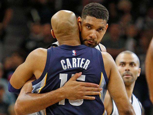 Vince Carter and Tim Duncan discuss oversized jeans. (Getty Images)