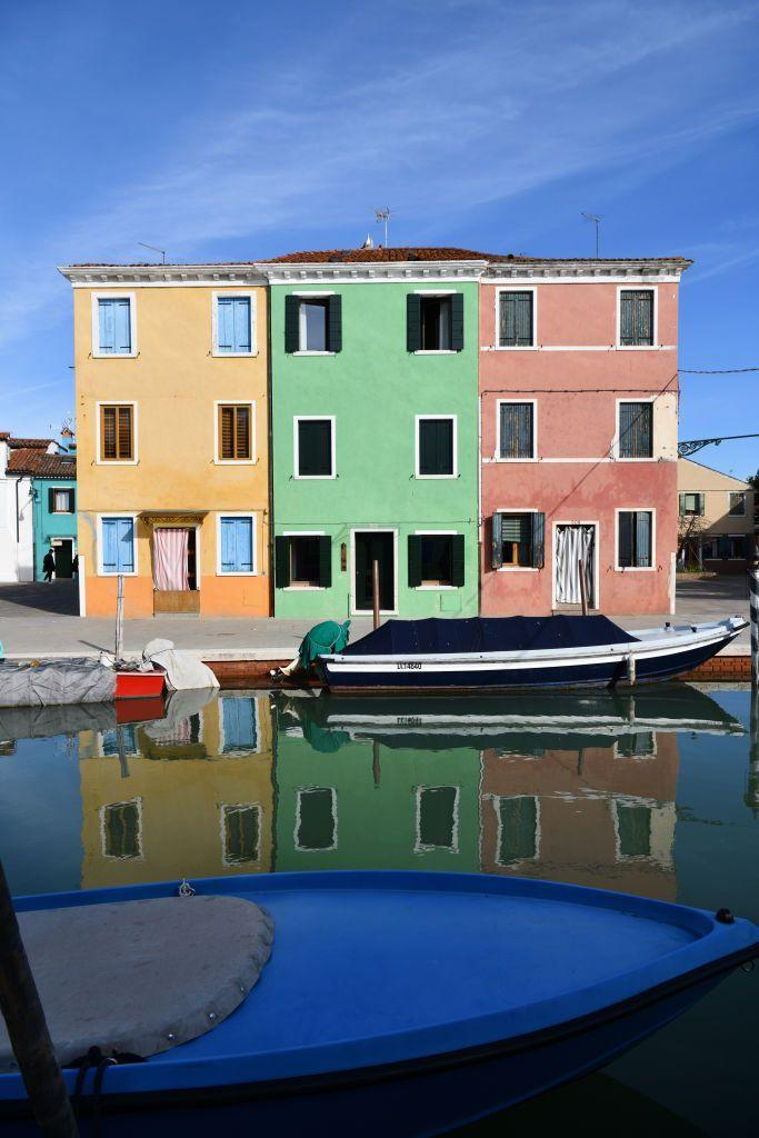 <p>A three-hued building offers some vibrance along the Venetian canals.</p>