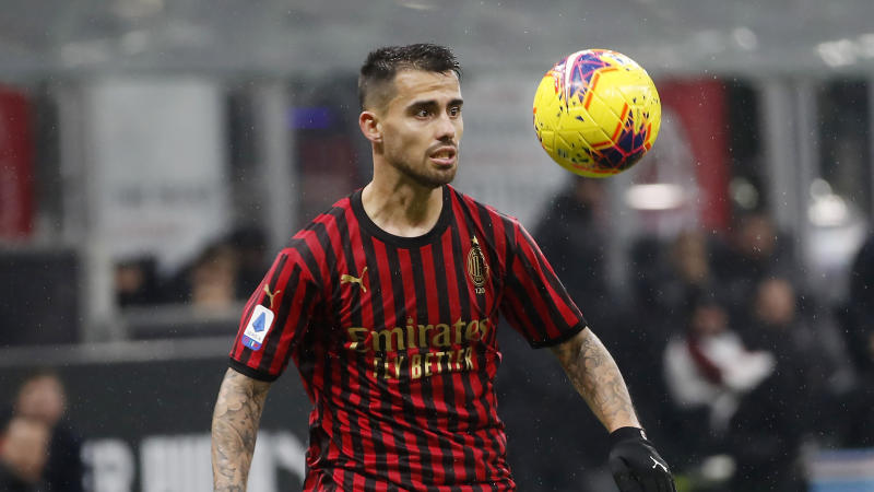 AC Milan's Suso controls the ball during the Serie A soccer match between AC Milan and Sassuolo at the San Siro stadium, in Milan, Italy, Sunday, Dec. 15, 2019. (AP Photo/Antonio Calanni)