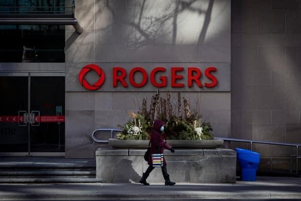 Rogers said some of their cellphone customers were experiencing ongoing outages Canada-wide on Monday. (Evan Mitsui/CBC - image credit)