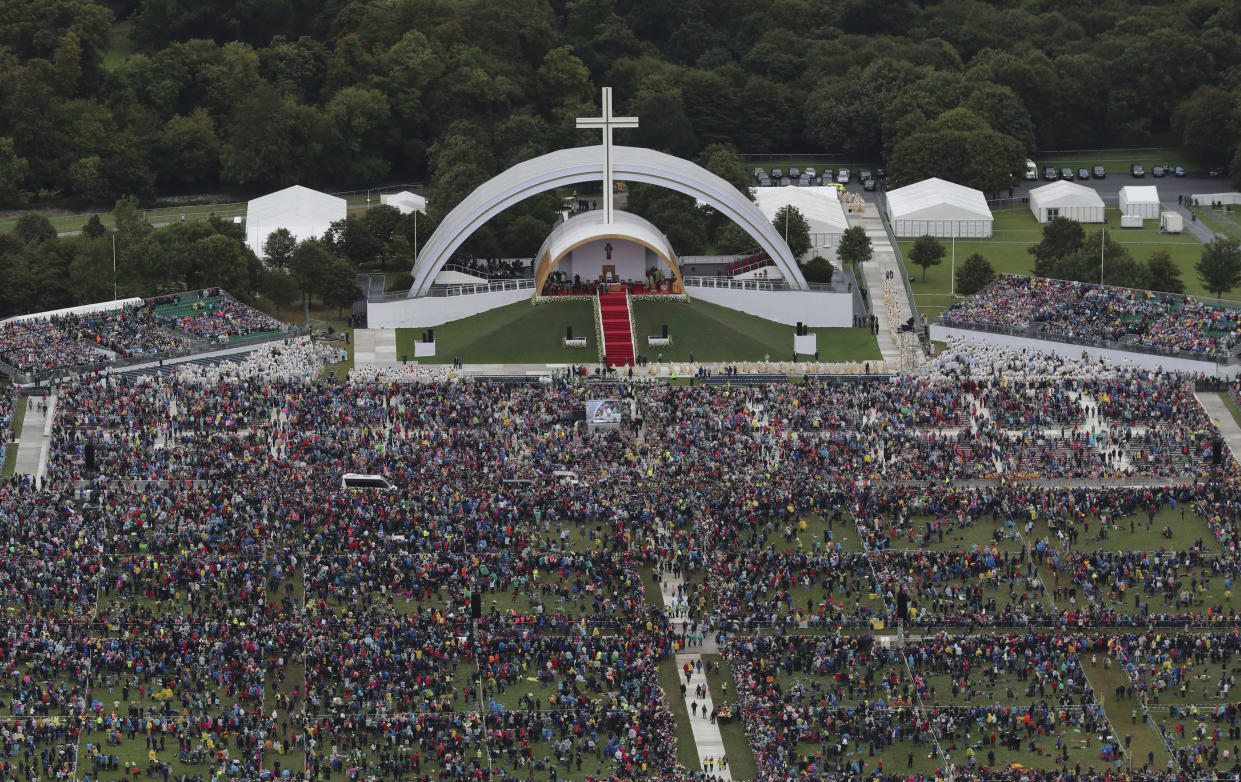 An aerial view of the crowd at Phoenix Park in Dublin. It is thought around 200,000 people turned up – far below the numbers anticipated. (Photo: Liam McBurney/PA via AP)