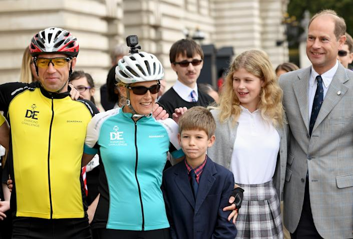 LONDON, ENGLAND - SEPTEMBER 25:  Sophie, Countess of Wessex poses with her family James, Viscount Severn, Lady Louise Windsor and Edward, Earl of Wessex in the forecourt of Buckingham Palace after finishing her bike ride from Edinburgh to London in support of The Duke of Edinburgh's Award on September 25, 2016 in London, England. The Countess and the other riders were presented with a Diamond Pin to mark the completion of the Diamond Challenge. The Countess of Wessex cycled 445 miles from the Palace of Holyroodhouse, Edinburgh to Buckingham Palace, London over seven days as her 'Diamond Challenge' - a special initiative marking the 60th anniversary of the Duke of Edinburgh's Award. (Photo by Anwar Hussein/WireImage)