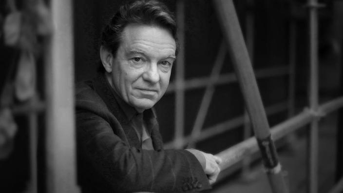 Lawrence Wright is seen behind his publisher's office in Toronto. (Photo: Richard Lautens/Toronto Star via Getty Images)