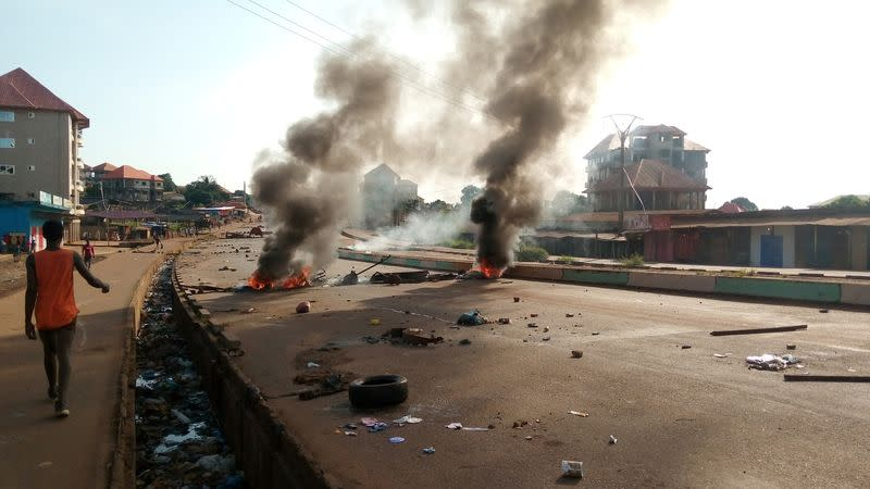 Deadly clashes as Guinea awaits result of presidential election