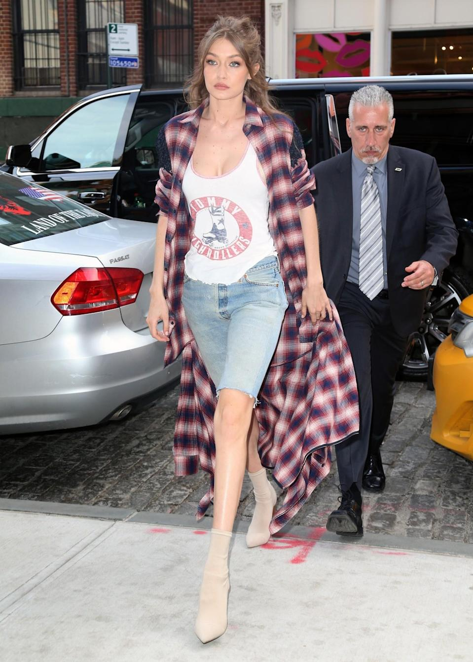 <p>Gigi Hadid is bringing pedal pushers back in a big way. The 1950s style has been updated in denim. Potentially only available to those with supermodel legs.<br><i>[Photo: FameFlynet]</i> </p>