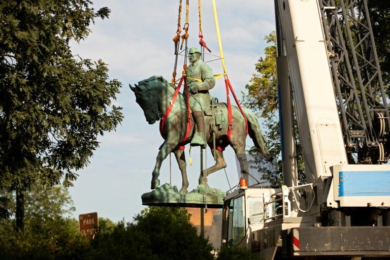 Workers remove the statue of Confederate general Robert E. Lee from a park in the southern US city of Charlottesville, where it had been the focal point of protests