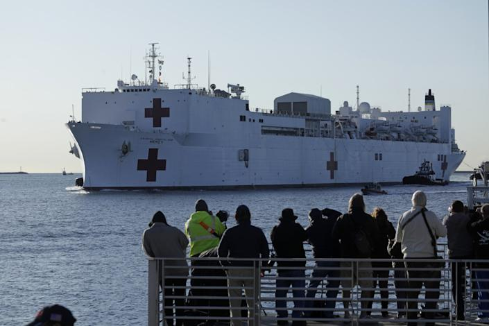 """A crowd gathers to watch the arrival of the USNS Mercy hospital ship in San Pedro, Los Angeles, CA on March 27, 2020. Despite warning to remain at home. <span class=""""copyright"""">(Carolyn Cole/Los Angeles Times)</span>"""