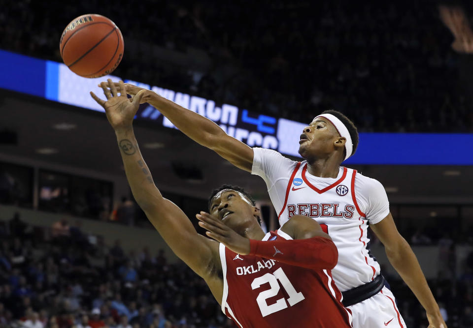 <p>Kristian Doolittle #21 of the Oklahoma Sooners shoots against Devontae Shuler #2 of the Mississippi Rebels in the second half during the first round of the 2019 NCAA Men's Basketball Tournament at Colonial Life Arena on March 22, 2019 in Columbia, South Carolina. (Photo by Kevin C. Cox/Getty Images) </p>
