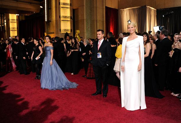 Penelope Cruz (L) and Gwyneth Paltrow (R) arrives at the 84th Annual Academy Awards