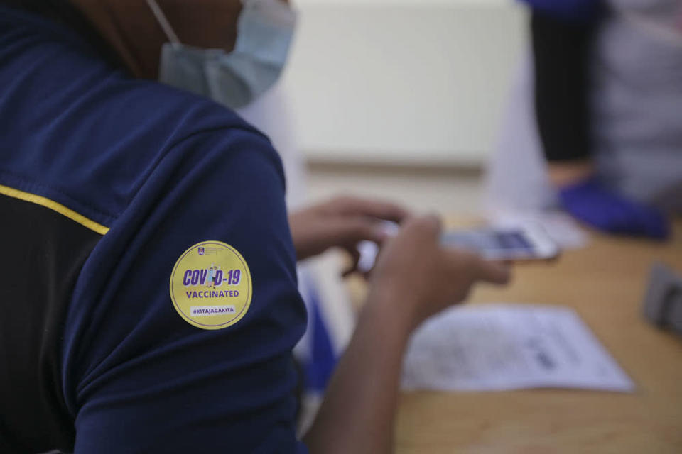 Malaysiakini reported today that the new policy requires those vaccinated in the 'high-risk' countries to present vaccination certificates in order to enter Hong Kong. ― Picture by Hari Anggara