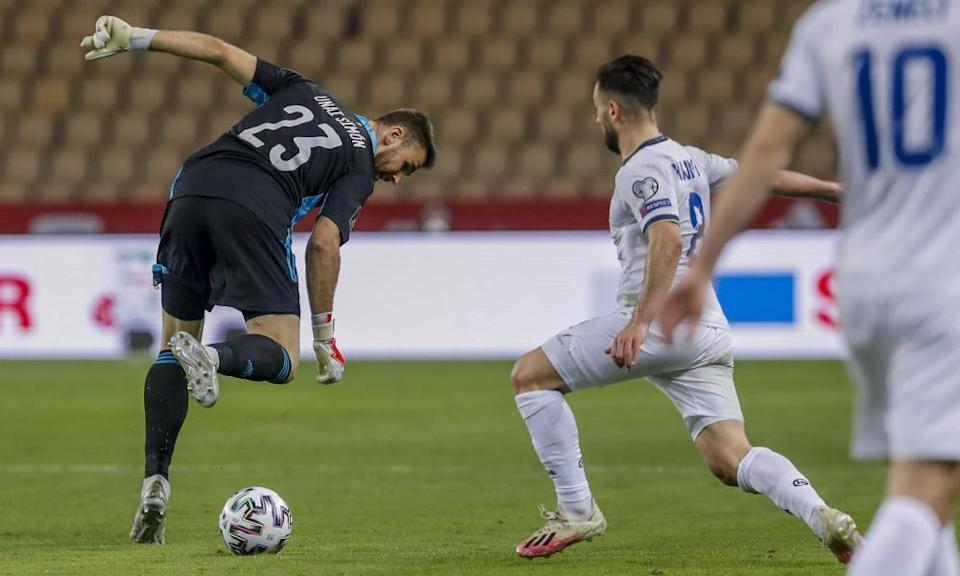 Unai Simón loses possession to Besar Halimi, who went on to score for Kosovo.