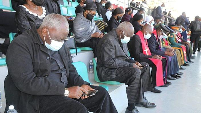 Mourners bow memorial in service to former Zambian President Kenneth Kaunda