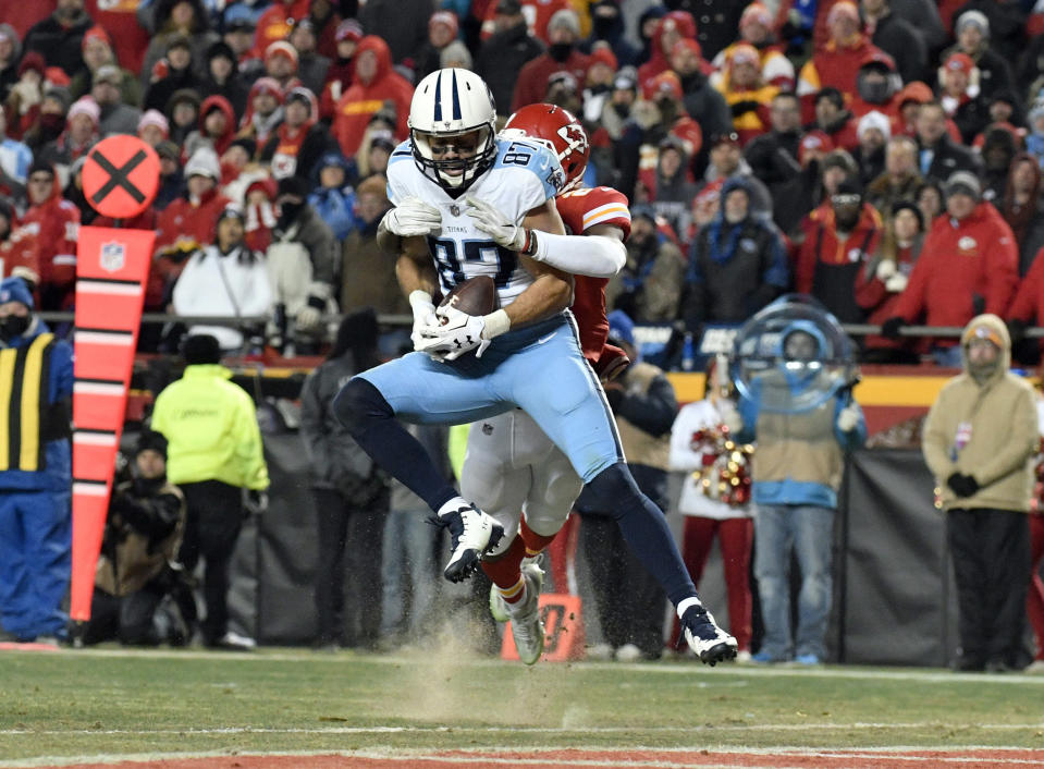 Tennessee Titans wide receiver Eric Decker (87) makes a 22-yard touchdown catch to give his team a lead it wouldn't give up. (AP)