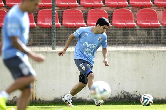 Uruguay's Luis Suarez trains with his team at Arena do Jacare Stadium in Sete Lagoas, Brazil, Tuesday, June 17, 2014. Uruguay faces England on Thursday at the World Cup, however Suarez is recovering from an injury and may not play. (AP Photo/Bruno Magalhaes)