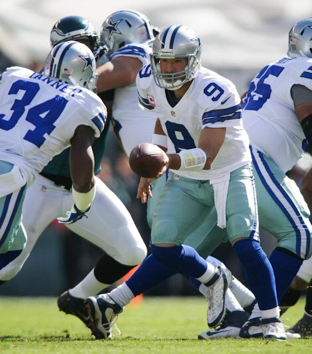 Cowboys quarterback Tony Romo (9) hands the ball off to running back Phillip Tanner during an NFL football game on Sunday, Oct. 20, 2013, in Philadelphia. (AP Photo/The Wilmington News-Journal, Suchat Pederson)
