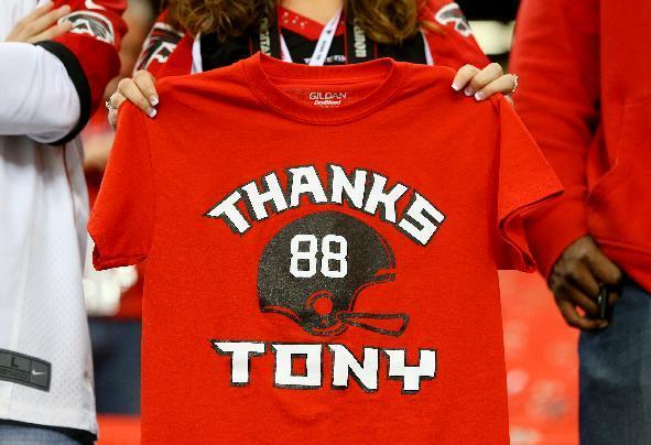 Sidney Sears, of Gainesville, Fla., holds out the front of her shirt in support of Atlanta Falcons tight end Tony Gonzalez before an NFL football game between the Falcons and Carolina Panthers on Sunday, Dec. 29, 2013, in Atlanta. (AP Photo/Atlanta Journal-Constitution, Curtis Compton)