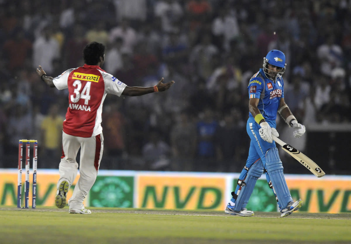 Parvinder Awana of Kings XI Punjab celebrate the wicket of Robin Uthappa of Pune Warriors as the latter walks back during match 29 of the Pepsi Indian Premier League between The Kings XI Punjab and the Pune Warriors held at the PCA Stadium, Mohali, India  on the 21st April 2013.(BCCI)