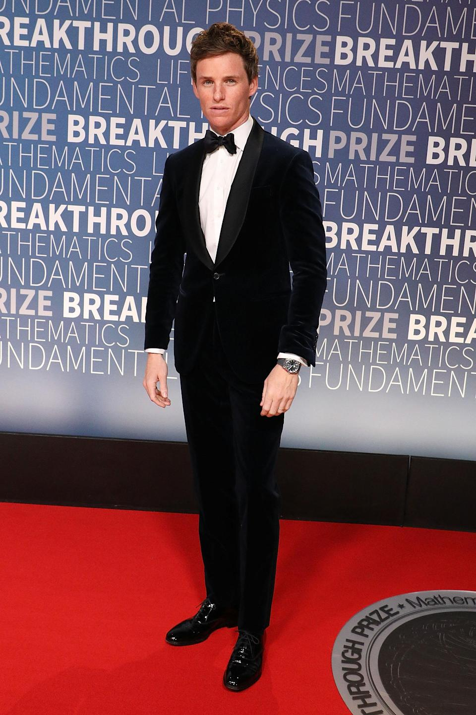 <p>Eddie Redmayne wore a velvet tuxedo suit at the Breakthrough Prize event at the NASA Ames Research Center, Mountain View, USA. <em>[Photo: Getty]</em> </p>