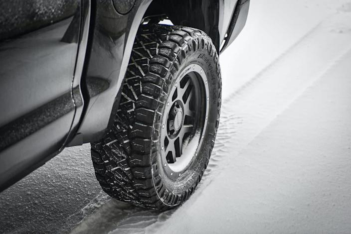 'Unsafe tires' are a concern this winter because of COVID: Study