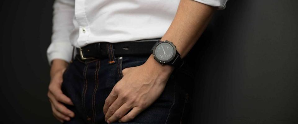 The black Garmin watch is suitable for men in every occasion