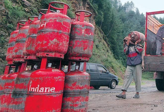 Big blow to middle class; non-subsidised LPG cylinder price hiked by Rs 86