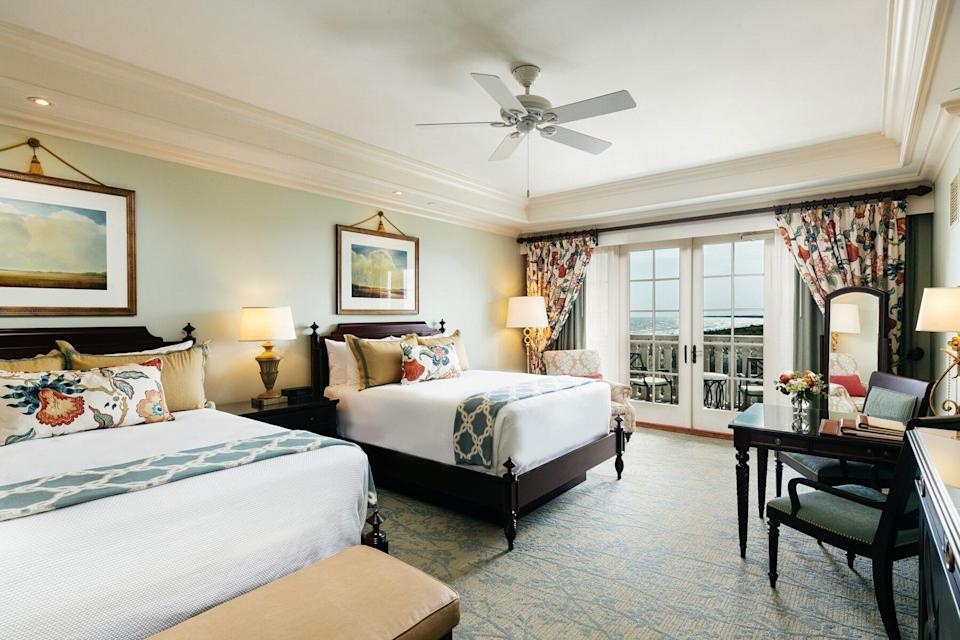 The Sanctuary at Kiawah Island Golf Resort guest room with double beds