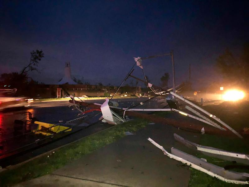 Downed power lines stretch into a street in tornado-hit Jefferson City, Mo., May 23, 2019. (Photo: AP Photo/David A. Lieb)