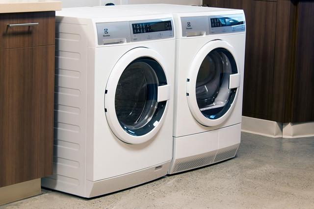 washer and dryer sharing electrolux suggests an uber for laundry service eled qsw side