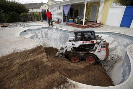 Posh beverly hills considers empty pools 1 000 fines amid drought for Swimming pool demolition los angeles