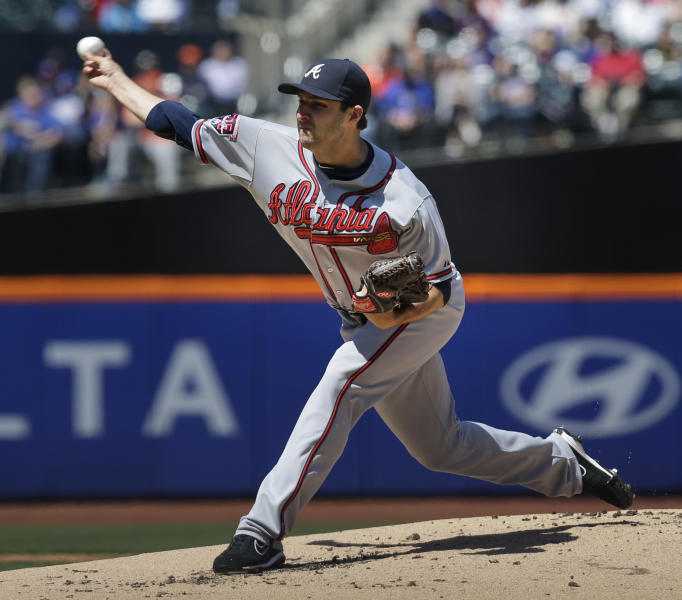 Atlanta Braves starting pitcher David Hale throws the ball during the first inning of a baseball game against the New York Mets, Sunday, April 20, 2014 in New York. (AP Photo/Seth Wenig)