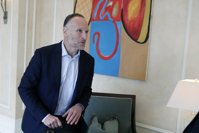 Mark Shapiro, president and CEO of the Toronto Blue Jays leaves a meeting session during MLB baseball owners meetings, Thursday, Feb. 6, 2020, in Orlando, Fla. (AP Photo/John Raoux)