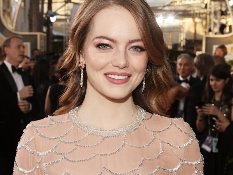 Emma Stone yells out 'I'm sorry' for 'Aloha' at the Golden Globes