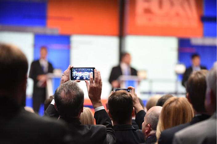 <p>People take photos of the candidates during the Fox Business Network Republican presidential debate at the North Charleston Coliseum on Jan. 14, 2016, in North Charleston, S.C.<i> (Photo: Rainier Ehrhardt/AP)</i></p>