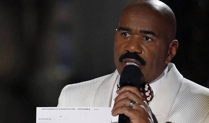 Steve Harvey Miss Universe Mix-Up Has Twitter on the Defense
