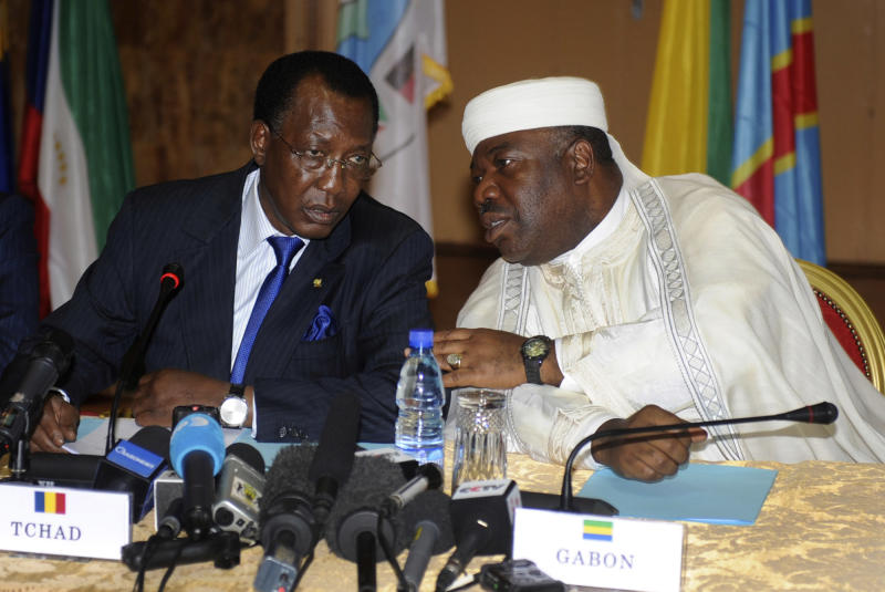 Chad President Idriss Deby, left, speaks with Gabonese counterpart Ali Bongo, during peace talks on the Central African Republic crisis, in Libreville, Gabon, Friday, Jan. 11, 2013. Officials say that the rebel group controlling much of the northern half of the Central African Republic has agreed to enter into a coalition with the government. The deal will allow President Francois Bozize to stay in office until his current term expires in 2016. (AP Photo/Joel Bouopda Tatou)