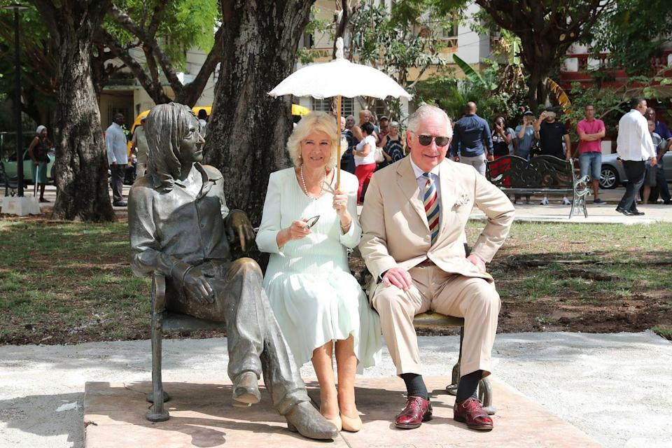 <p>The Duchess wore a mint shift dress, nude heels, pearl jewelry, and carried a white cloth parasol as she and Prince Charles pose in John Lennon Square in Cuba. </p>