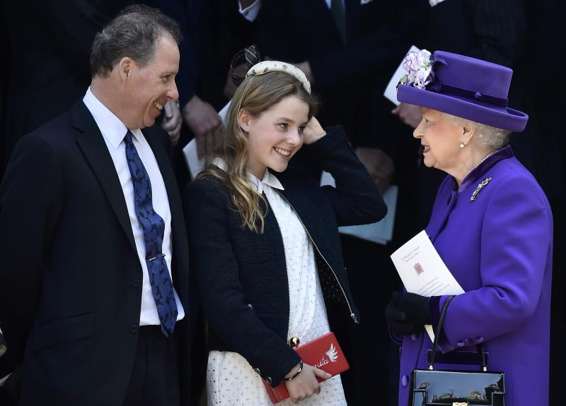LONDON, ENGLAND - APRIL 07: (L-R) David Armstrong-Jones, Margarita Armstrong-Jones speak to Queen Elizabeth II as they leave a Service of Thanksgiving for the life and work of Lord Snowdon at Westminster Abbey on April 7, 2017 in London, United Kingdom. (Photo by Hannah McKay - WPA Pool /Getty Images)