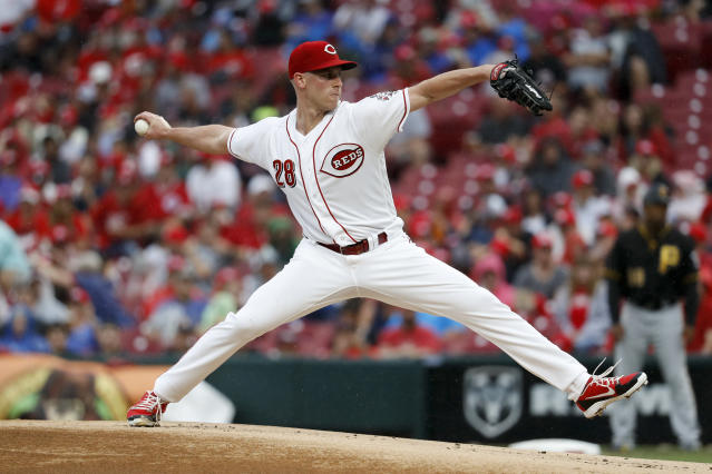 Cincinnati Reds starting pitcher Anthony DeSclafani throws during the first inning of a baseball game against the Pittsburgh Pirates, Saturday, July 21, 2018, in Cincinnati. (AP Photo/John Minchillo)