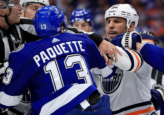 Milan Lucic (R) of the Edmonton Oilers exchanges words with Tampa Bay Lightning's Cedric Paquette (L) in an NHL game in Tampa, Florida, in which Lucic was penalized for an unprovoked attack on Mathieu Joseph (AFP Photo/Mike Ehrmann)