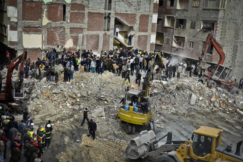 Collapse of apartment building in Egypt kills 25