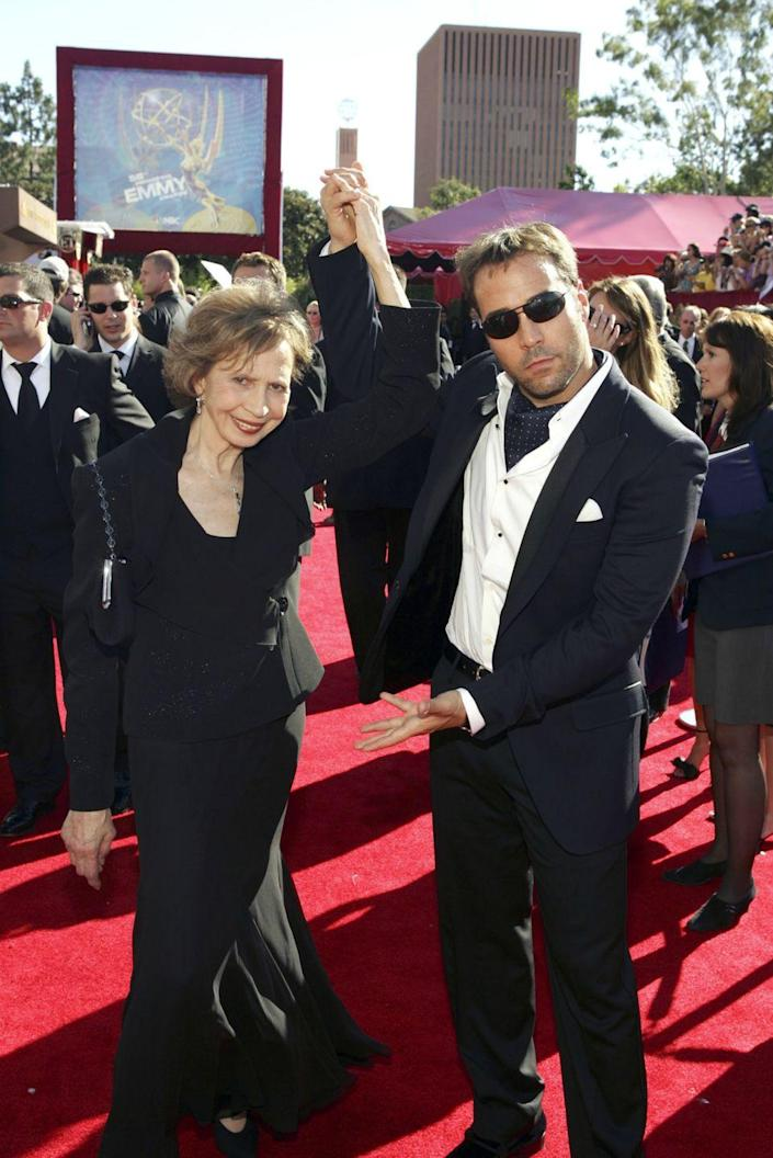 <p>Jeremy may have won the trophy for best supporting actor at the 2006 Emmys, but its clear he thinks his mom, Joyce, is the real show-stopper. </p>