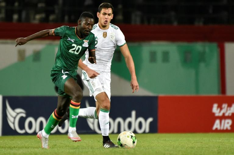 Aissa Mandi (R) of Algeria chases Evans Kangwa of Zambia during an Africa Cup of Nations qualifying match in Blida Thursday, which the home team won 5-0 (AFP Photo/RYAD KRAMDI                        )