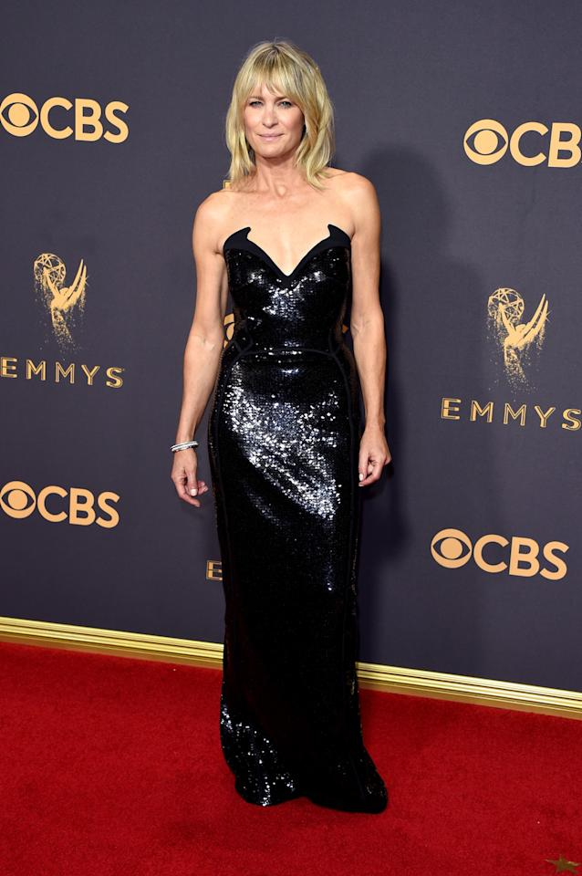 """<p>As <a rel=""""nofollow"""" href=""""https://twitter.com/katewinsletss/status/909570954250063872"""">one person on Twitter so aptly put it</a>: """"WHAT IS AGING? Robin Wright doesn't know lol."""" The <em>House of Cards</em> actress, who walked the red carpet with her lookalike daughter Dylan Penn, looked much younger than her 51 years in a strapless sequin gown from Mugler. (Photo: Getty Images) </p>"""