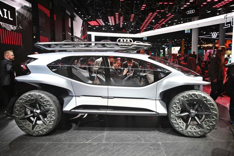 The off-roader of the future is compact, yet not lacking in presence as the AI-TRAIL Quattro concept shows. It is 4.15-meters long and features massive 22-inch wheels, plus a lot of glass is used for better visibility.