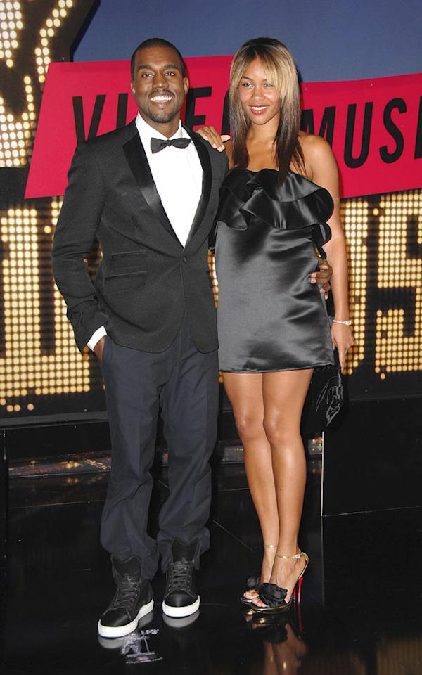"""Kanye West keeps his fiancee Alexis Phifer close while she comfortably rests her hand on his shoulder. Steve Granitz/<a href=""""http://www.wireimage.com"""" target=""""new"""">WireImage.com</a> - September 9, 2007"""