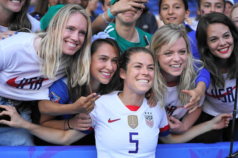PARIS, FRANCE - JUNE 16: Kelley O'Hara of the USA with fans during the 2019 FIFA Women's World Cup France group F match between USA and Chile at Parc des Princes on June 16, 2019 in Paris, France. (Photo by Daniela Porcelli/Getty Images)